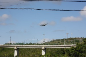 辺野古の上空を旋回する米軍ヘリ