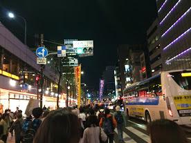 銀座をデモ行進中(4月8日)