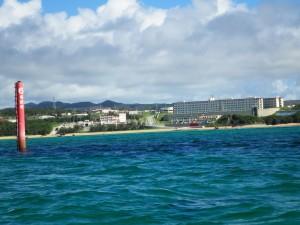 陸地に見えるのは米軍キャンプシュワブの一部。このあたりの海を埋め立てる