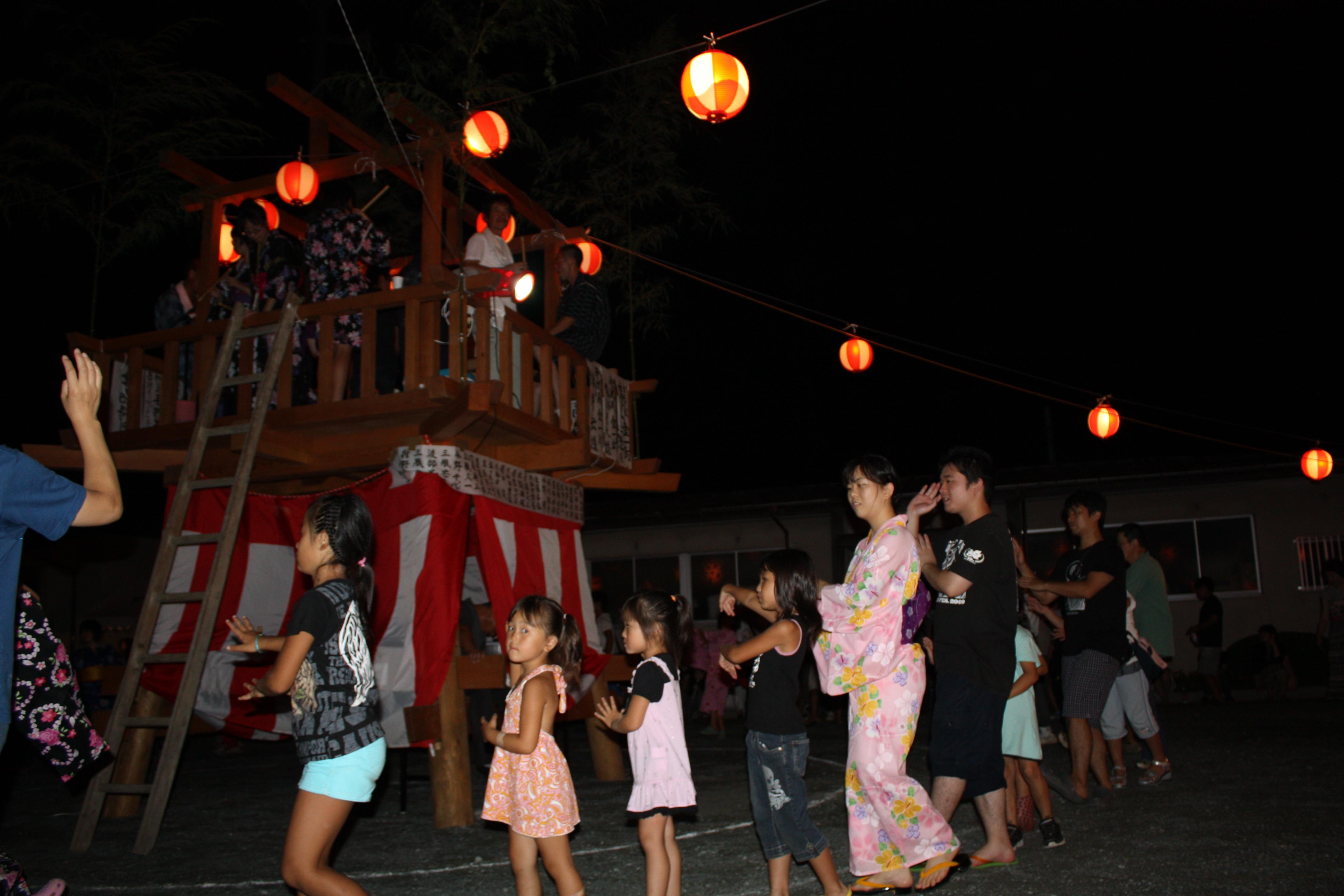 下津島地区の盆踊り。原発事故の前年、2010年8月14日。